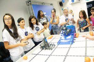 Competição de robótica da VEX realizada no SESI/Maracana em março de 2016